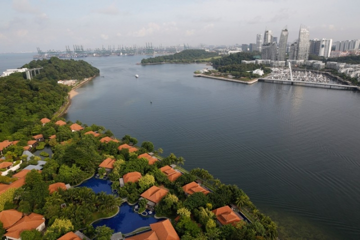 FILE PHOTO: A view from a cable car is seen of part of the island resort of Sentosa (L) in Singapore July 31, 2017.   REUTERS/Darren Whiteside/File Photo