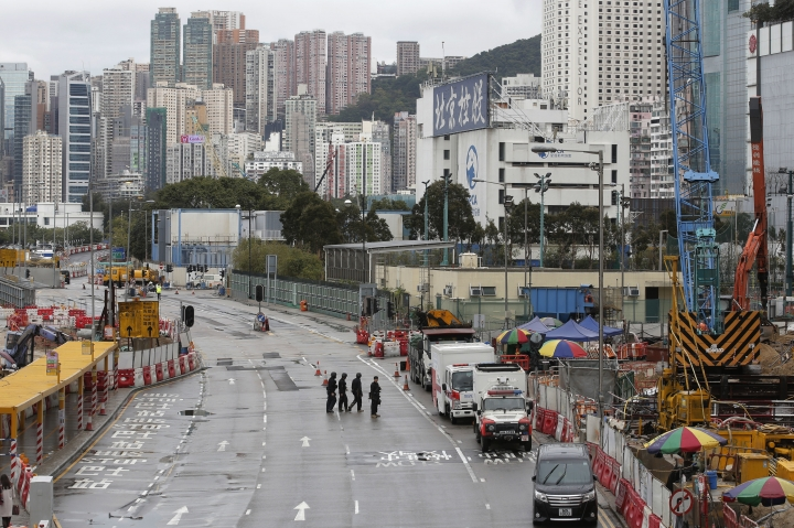 Police officers from explosive ordinance disposal are deployed to the scene in the Wan Chai district of Hong Kong, Wednesday, Jan. 31, 2018. Hong Kong police sealed off part of a busy downtown neighborhood on Wednesday after an unexploded bomb was found during construction work in the Asian financial center. (AP Photo/Kin Cheung)