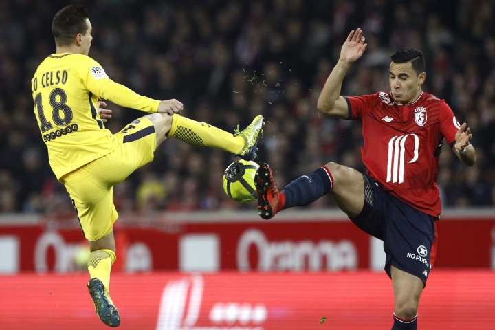PSG's Giovani Lo Celso, left and Lille's Junior Alonso challenge for the ball, during the French League One soccer match between Paris Saint Germain and Lille at the Lille Metropole stadium, in Villeneuve d'Ascq, northern France, Saturday, Feb. 3, 2018. (AP Photo/Michel Spingler)