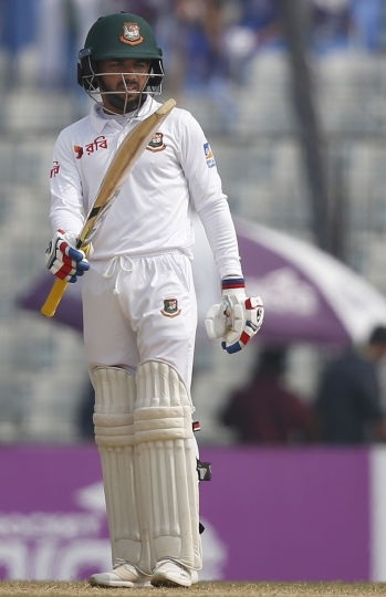 Bangladesh's Mominul Haque acknowledges the crowd after scoring fifty runs during the fifth and final day of the first test cricket match against Sri Lanka in Chittagong, Bangladesh, Sunday, Feb. 4, 2018. (AP Photo/A.M. Ahad)