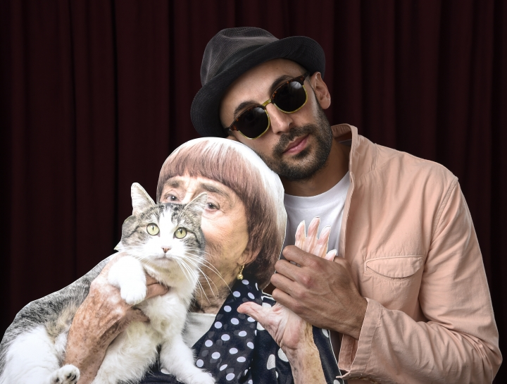 JR, right, poses for a portrait with a cardboard cut-out of Agnes Varda at the 90th Academy Awards Nominees Luncheon at The Beverly Hilton hotel on Monday, Feb. 5, 2018, in Beverly Hills, Calif. (Photo by Chris Pizzello/Invision/AP)