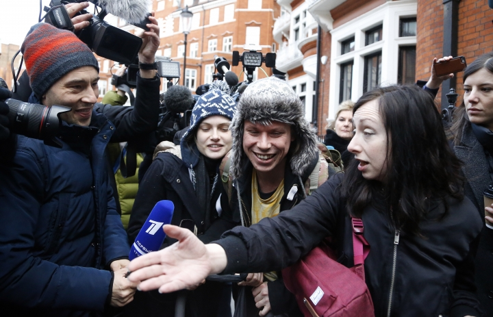 Alleged computer hacker Lauri Love, centre right, who yesterday won his appeal to block his extradition to the United States, leaves the Ecuadorian embassy with girlfriend Sylvia Mann, centre left, after visiting Assange in London, Tuesday, Feb. 6, 2018. Lawyers for Julian Assange are asking a British court to drop an arrest warrant for the WikiLeaks founder. (AP Photo/Frank Augstein)