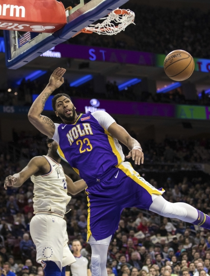 New Orleans Pelicans' Anthony Davis dunks during the first half of an NBA basketball game against the Philadelphia 76ers, Friday, Feb. 9, 2018, in Philadelphia. (AP Photo/Chris Szagola)