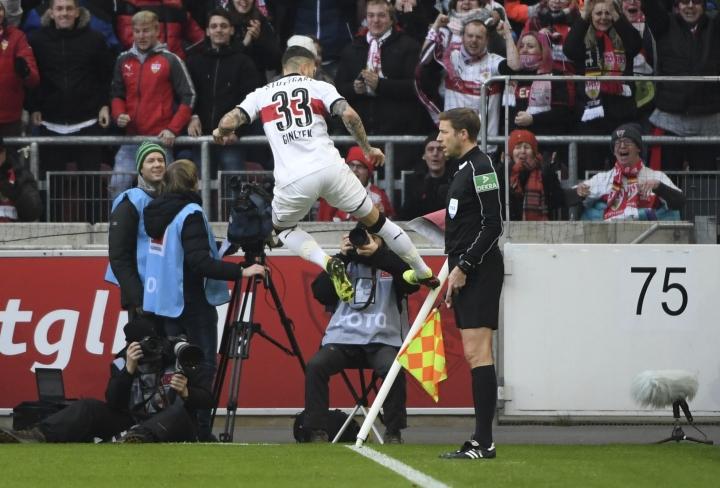 Daniel Ginczek celebrates his opening goal during the German Bundesliga soccer match between VfB Stuttgart and Borussia Moenchengladbach, in Stuttgart, Germany, Sunday, Feb. 11, 2018. (Marijan Murat/dpa via AP)
