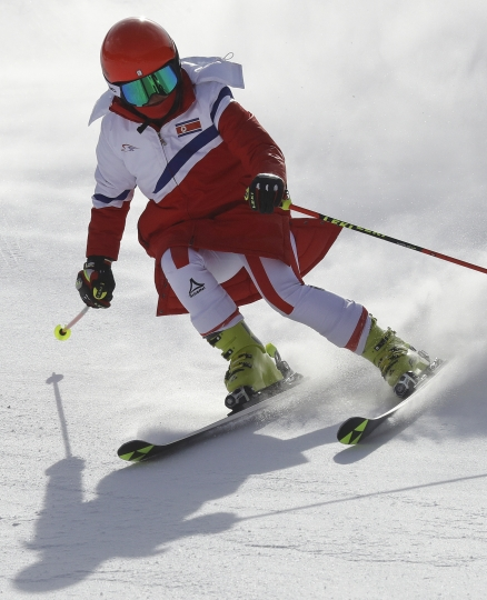 Kim Ryon Hyang of North Korea makes a turn during free skiing on the giant slalom course at the Yongpyong Alpine Center at the 2018 Winter Olympics in Pyeongchang, South Korea, Sunday, Feb. 11, 2018. (AP Photo/Michael Probst)