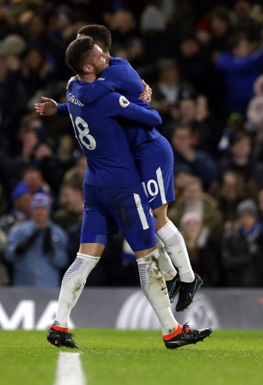 Chelsea's Eden Hazard, left, celebrates after scoring the opening goal of the game during the English Premier League soccer match between Chelsea and West Bromwich Albion at Stamford Bridge stadium in London, Monday, Feb. 12, 2018. (AP Photo/Alastair Grant)