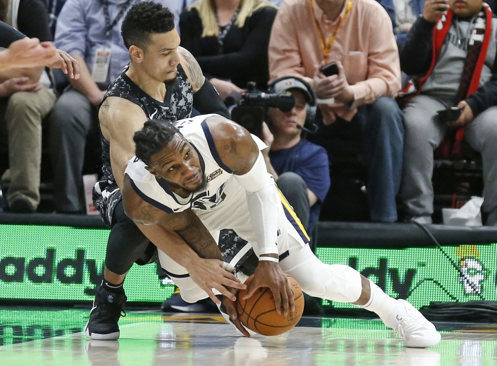 Utah Jazz forward Jae Crowder, foreground, and San Antonio Spurs guard Danny Green battle for a loose ball in the second half of an NBA basketball game Monday, Feb. 12, 2018, in Salt Lake City. The Jazz won 101-99. (AP Photo/Rick Bowmer)