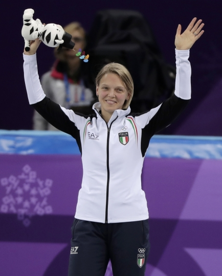 Arianna Fontana of Italy celebrates on the podium during the venue ceremony after the ladies' 500 meters short track speedskating final in the Gangneung Ice Arena at the 2018 Winter Olympics in Gangneung, South Korea, Tuesday, Feb. 13, 2018. (AP Photo/Julie Jacobson)