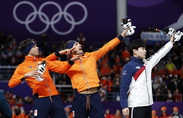 Gold medallist Kjeld Nuis of The Netherlands, center, and silver medallist Patrick Roest of The Netherlands, left, imitate Jamaican sprinter Usain Bolt, on the podium with bronze medallist Kim Min-seok of South Korea, right, after the men's 1,500 meters speedskating race at the Gangneung Oval at the 2018 Winter Olympics in Gangneung, South Korea, Tuesday, Feb. 13, 2018. (AP Photo/John Locher)
