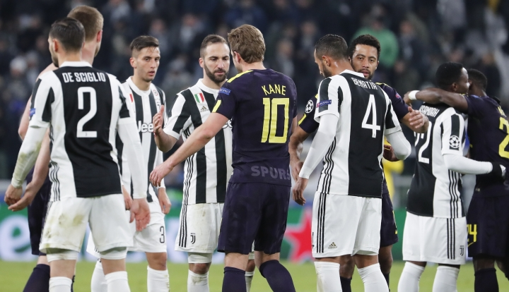 Tottenham's Harry Kane, center, greets Juventus' Gonzalo Higuain at the end of the Champions League, round of 16, first-leg soccer match between Juventus and Tottenham Hotspurs, at the Allianz Stadium in Turin, Italy, Tuesday, Feb. 13, 2018. The match need in a 2-2 draw. (AP Photo/Antonio Calanni)
