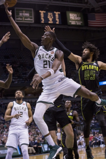 Milwaukee Bucks guard Tony Snell, center, goes up for a basket against the Atlanta Hawks during the first half of an NBA basketball game Tuesday, Feb. 13, 2018, in Milwaukee. (AP Photo/Darren Hauck)