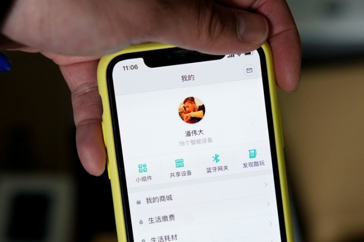 Pan Weida, 31, shows Xiaomi's app on his phone in Shanghai, China February 10, 2018.  REUTERS/Aly Song