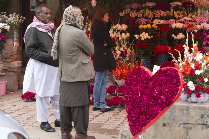 People buy flowers to celebrate the Valentine's Day in Islamabad, Pakistan, Wednesday, Feb. 14, 2018. Pakistan's media regulatory authority, acting on a court order, has instructed all news channels, radio stations and print media to refrain from promoting Valentine's Day. (AP Photo/K.M. Chaudary)