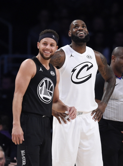 Team Stephen's Stephen Curry, left, of the Golden State Warriors, and Team LeBron's LeBron James, of the Cleveland Cavaliers, stand together during the first half of an NBA All-Star basketball game, Sunday, Feb. 18, 2018, in Los Angeles. (AP Photo/Chris Pizzello)
