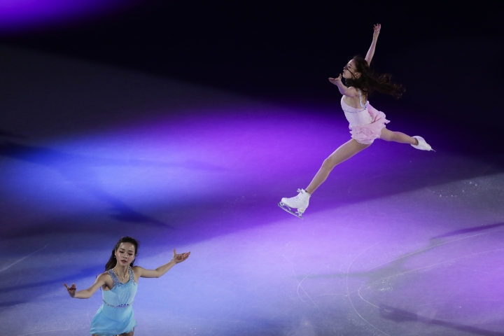 Skaters perform during the figure skating exhibition gala in the Gangneung Ice Arena at the 2018 Winter Olympics in Gangneung, South Korea, Sunday, Feb. 25, 2018. (AP Photo/Felipe Dana)
