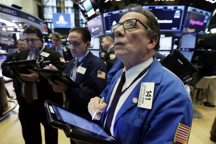 Sal Suarino, right, works with fellow traders on the floor of the New York Stock Exchange, Monday, March 5, 2018. Banks and technology companies are leading U.S. stocks lower in early trading on Wall Street. (AP Photo/Richard Drew)