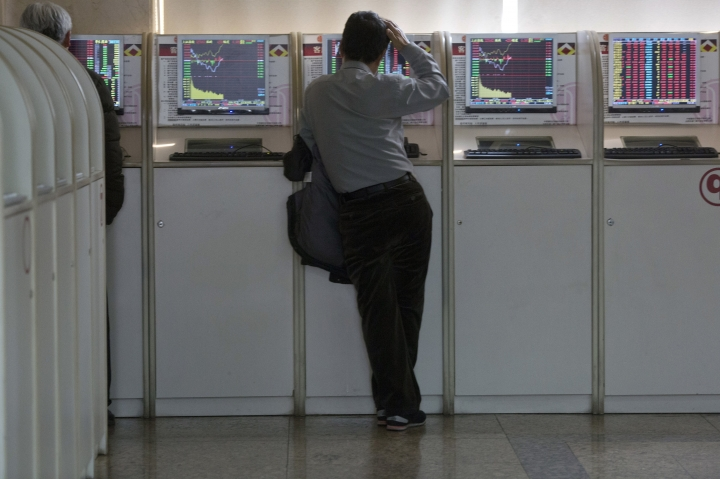 A Chinese man monitors stock market prices on a computer screen at a brokerage in Beijing, Tuesday, March 6, 2018. Asian stock markets surged Tuesday despite U.S.-Chinese trade tensions after Wall Street posted its strongest gains in a week. (AP Photo/Ng Han Guan)