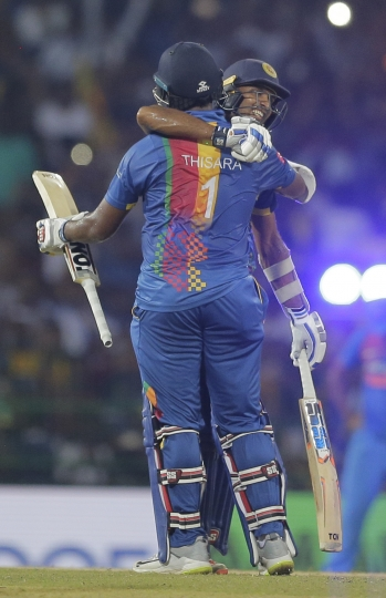 Sri Lanka's Dasun Shanaka, facing camera, celebrates with Thisara Perera after defeating India by five wickets in their Twenty20 cricket match in Nidahas Triangular series in Colombo, Sri Lanka, Tuesday, March 6, 2018. (AP Photo/Eranga Jayawardena)