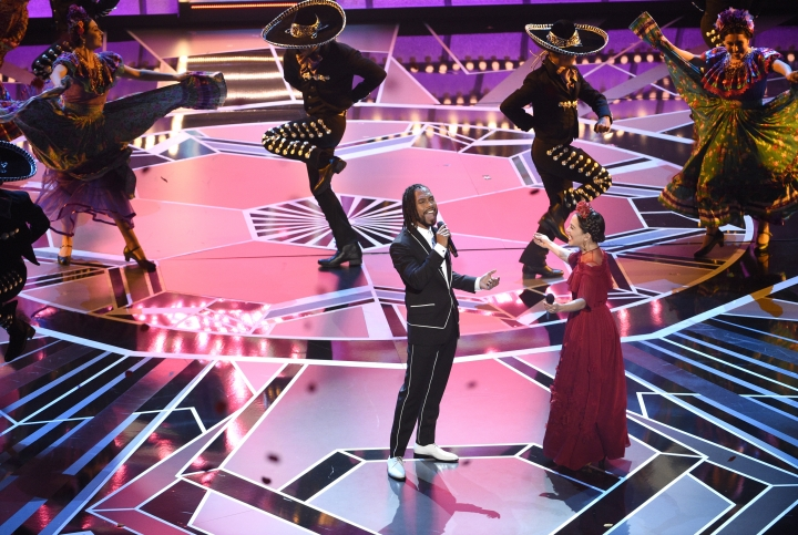 "REMOVES INCORRECT LAST NAME FOR MIGUEL - Miguel, left, and Natalia Lafourcade perform ""Remember Me"" from ""Coco"" at the Oscars on Sunday, March 4, 2018, at the Dolby Theatre in Los Angeles. (Photo by Chris Pizzello/Invision/AP)"
