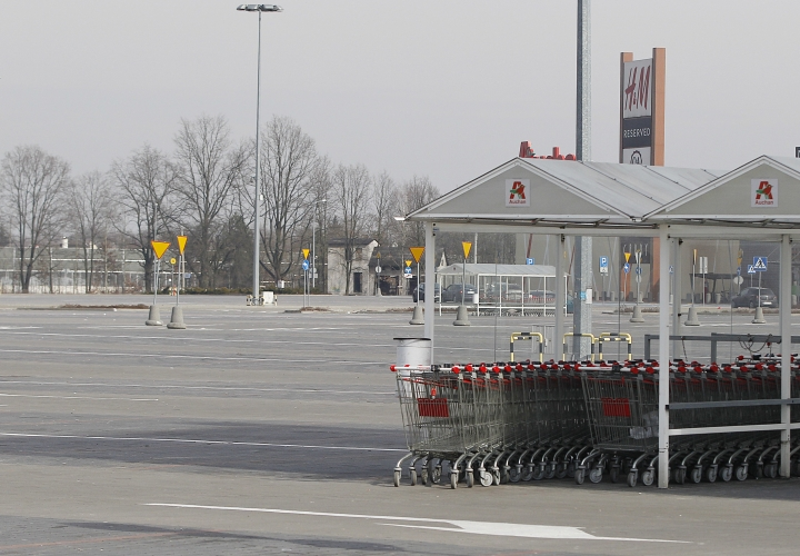 A parking lot stands empty in Warsaw, Poland, as a ban on most Sunday trade goes into effect across the country on Sunday, March 11, 2018. Large supermarkets and most other retailers closed Sunday for the first time since liberal shopping laws were introduced in the 1990s after communism's collapse.(AP Photo/Czarek Sokolowski)