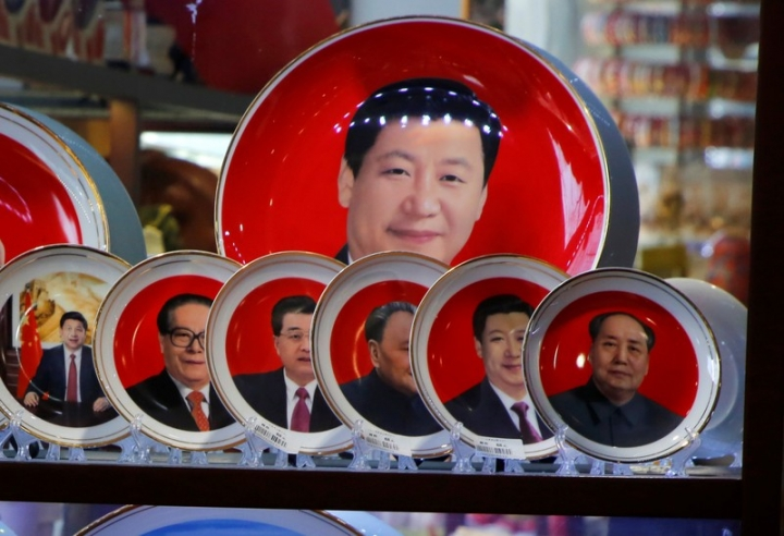 FILE PHOTO: Souvenir plates featuring portraits of former and current Chinese leaders including President Xi Jinping and the late Chinese Chairman Mao Zedong are displayed for sale at a shop next to Tiananmen Square in Beijing, Chinam March 1, 2018. REUTERS/Jason Lee
