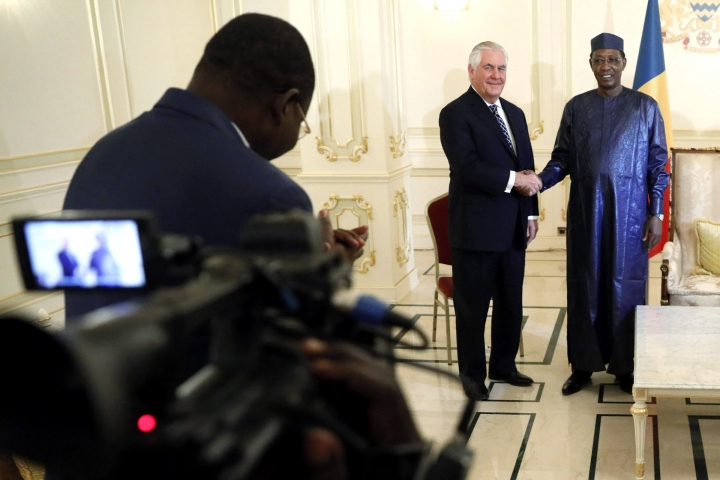 Chad's President Idriss Deby welcomes U.S. Secretary of State Rex Tillerson at the Presidential Palace in N'Djamena, Chad, Monday, March 12, 2018. (Jonathan Ernst/Pool via AP)