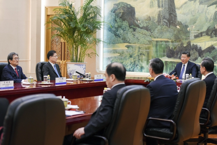 Chinese President Xi Jinping, second right, meets with South Korea's national security director Chung Eui-yong, second left, and South Korean Ambassador to China Noh Young-min, left, at the Great Hall of the People in Beijing Monday, March 12, 2018. (Etienne Oliveau/Pool Photo via AP)