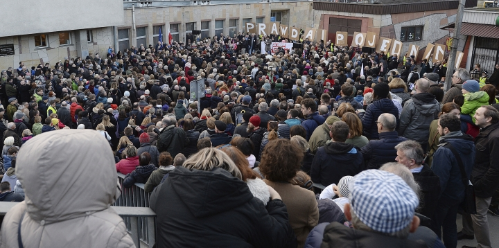 Hundreds of Poles gathered to express their solidarity with Jews who perished in the Holocaust, were expelled from Poland 50 years ago or feel the effects of anti-Semitism today, in Warsaw, Poland, Sunday, March 11, 2018. The speakers at the demonstration also denounced the policies of the current Polish government which have led to a dispute with Israel and sparked a wave of anti-Semitic rhetoric.(AP Photo/Czarek Sokolowski)