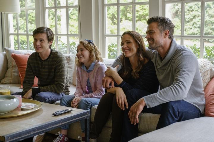 """This image released by Twentieth Century Fox shows Nick Robinson, Talitha Bateman, Jennifer Garner and Josh Duhamel in """"Love, Simon."""" (Ben Rothstein/Twentieth Century Fox via AP)"""