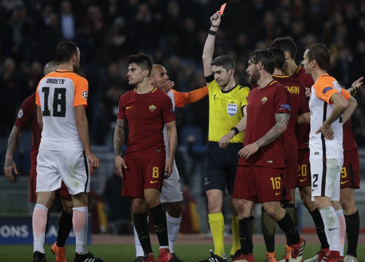 Shakhtar's Ivan Ordets, left, gets a red card during a Champions League round of 16 second-leg soccer match between Roma and Shakhtar Donetsk, at the Rome Olympic stadium, Tuesday, March 13, 2018. (AP Photo/Gregorio Borgia)