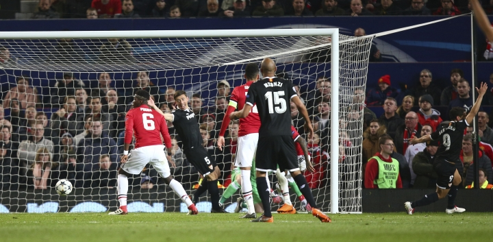 Sevilla's Wissam Ben Yedder, at right reacts after he scores his sides second goal of the game during the Champions League round of 16 second leg soccer match between Manchester United and Sevilla, at Old Trafford in Manchester, England, Tuesday, March 13, 2018. (AP Photo/Dave Thompson)