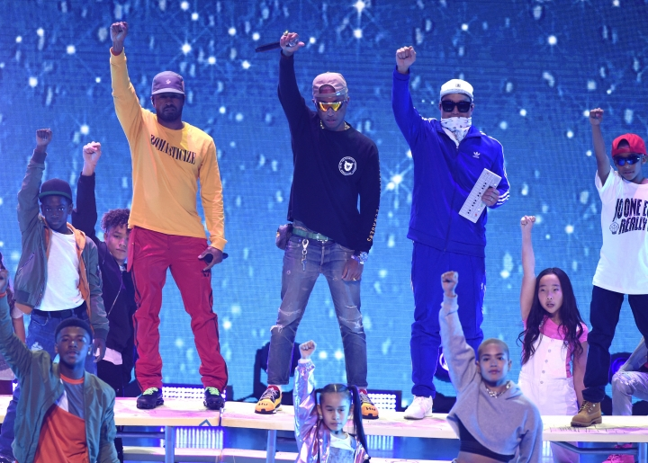 """Shay Haley, from left, Pharrell Williams, and Chad Hugo of N.E.R.D perform """"Lemon"""" at the Kids' Choice Awards at The Forum on Saturday, March 24, 2018, in Inglewood, Calif. (Photo by Chris Pizzello/Invision/AP)"""