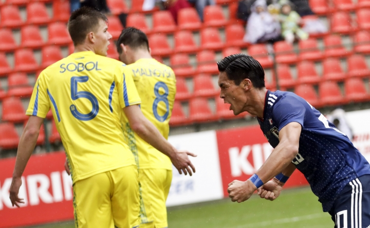 Japan's Tomoaki Makino, right, jubilates after scoring his sides first goal during an international friendly soccer match between Japan and Ukraine at Maurice Dufrasne Stadium in Liege, Belgium on Tuesday, March 27, 2018. (AP Photo/Olivier Matthys)