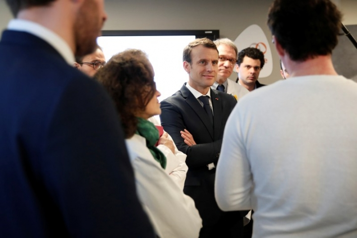 French President Emmanuel Macron attends a visit concerning the artificial intelligence at the Institut Curie Hospital in Paris, France, March 29, 2018. REUTERS/Benoit Tessier/Pool