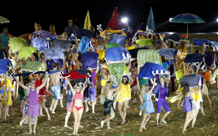 Dancers perform at Carrara Stadium during the opening ceremony of the 2018 Commonwealth Games on the Gold Coast, Australia, Wednesday, April 4, 2018. (AP Photo/Mark Schiefelbein)