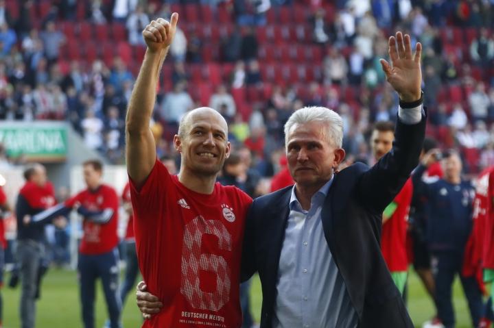 Bayern coach Jupp Heynckes, right, and Arjen Robben celebrate the 28th Bundesliga title after the German Bundesliga soccer match between FC Augsburg and FC Bayern Munich in Augsburg, Germany, Saturday, April 7, 2018. (AP Photo/Matthias Schrader)