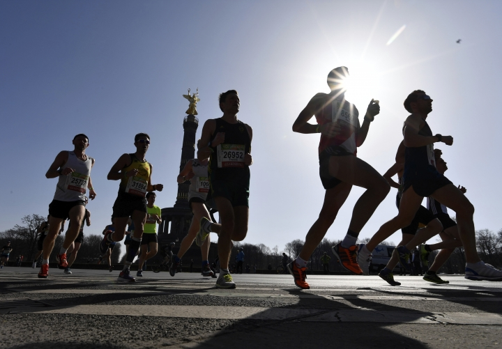Participants run during the half marathon event in Berlin, Sunday, April 8, 2018. The German daily Die Welt is reporting that police have foiled a knife attack on the half-marathon in Berlin. The paper says special police forces detained four men in connection with Sunday's sports event. They said the main suspect was planning to killed participants and spectators with knives. (Paul Zinken/dpa via AP)