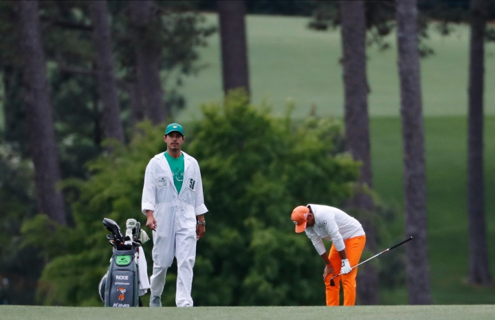 Rickie Fowler reacts to a shot on the 17th hole during the fourth round at the Masters golf tournament Sunday, April 8, 2018, in Augusta, Ga. (AP Photo/David Goldman)