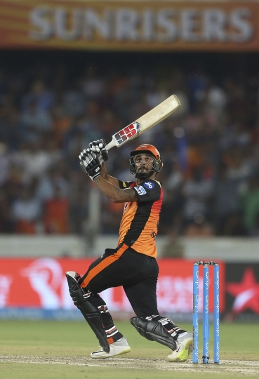 Sunrisers Hyderabad player Deepak Hooda bats against Mumbai Indians during VIVO IPL cricket T20 match in Hyderabad, India, Thursday, April 12, 2018. (AP Photo/Mahesh Kumar A.)