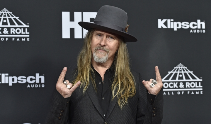 Jerry Cantrell, the founder, lead guitarist, co-lead vocalist for the band Alice in Chains, arrives on the red carpet before the Rock and Roll Hall of Fame induction ceremony, Saturday, April 14, 2018, in Cleveland. (AP Photo/David Richard)