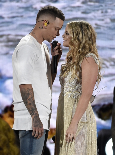 """Kane Brown, left, and Lauren Alaina perform """"What Ifs"""" at the 53rd annual Academy of Country Music Awards at the MGM Grand Garden Arena on Sunday, April 15, 2018, in Las Vegas. (Photo by Chris Pizzello/Invision/AP)"""