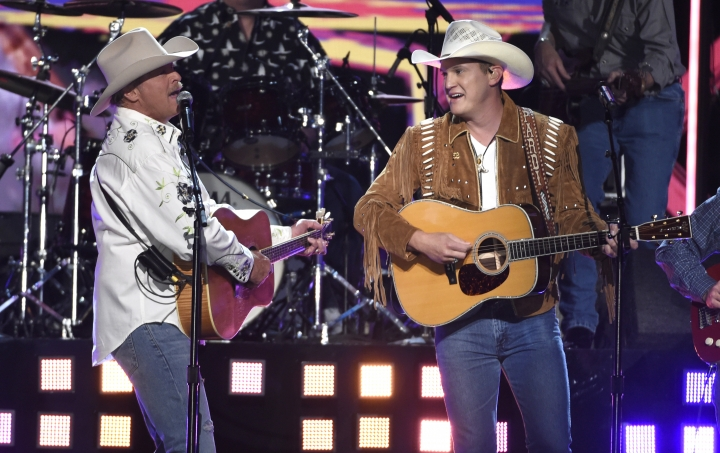 """Alan Jackson, left, and Jon Pardi perform """"Chattahoochee"""" at the 53rd annual Academy of Country Music Awards at the MGM Grand Garden Arena on Sunday, April 15, 2018, in Las Vegas. (Photo by Chris Pizzello/Invision/AP)"""