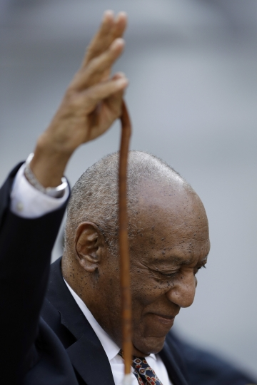 Bill Cosby waves as he departs his sexual assault trial, Friday, April 13, 2018, at the Montgomery County Courthouse in Norristown, Pa. (AP Photo/Matt Slocum)