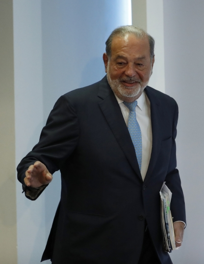 Mexican billionaire Carlos Slim arrives to give a press conference in Mexico City, Monday, April 16, 2018. Slim says he would be concerned if leftist presidential candidate Andres Manuel Lopez Obrador wins the July 1 presidential election and cancels the new Mexico City airport project. (AP Photo/Eduardo Verdugo)