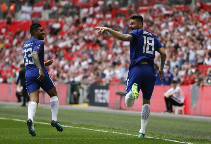 Chelsea's Olivier Giroud, right, celebrates after scoring his side opening goal with his teammate Emerson Palmieri, during the English FA Cup semifinal soccer match between Chelsea and Southampton at the Wembley stadium in London, Sunday, April 22, 2018. (AP Photo/Frank Augstein)