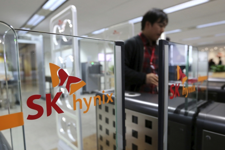 In this Monday, April 23, 2018 photo, an employee leaves an office of SK Hynix Inc. in Seongnam, South Korea. SK Hynix Inc. on Tuesday, April 24, says its first-quarter net profit has surged 64 percent over a year earlier thanks to robust memory chip prices. (AP Photo/Ahn Young-joon)