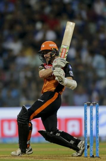 Sunrisers Hyderabad player Kane Williamson bats against Mumbai Indians during VIVO IPL cricket T20 match in Mumbai, India, Tuesday, April 24, 2018. (AP Photo/Rajanish Kakade)