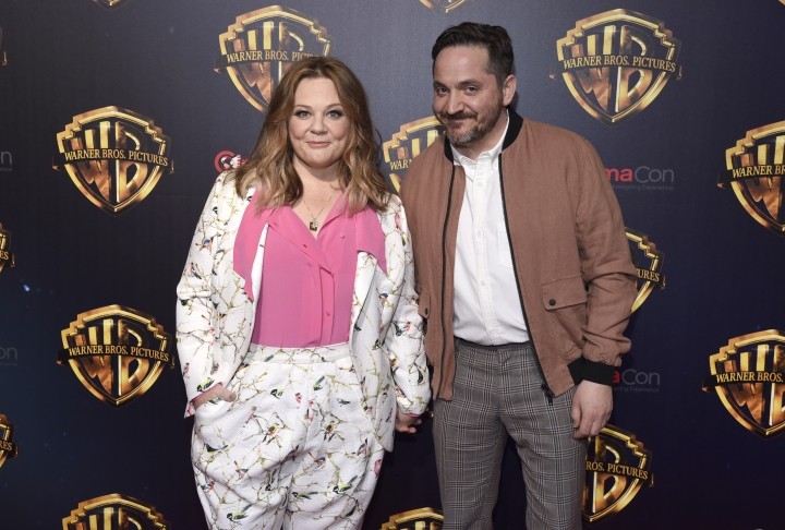 Melissa McCarthy, left, and Ben Falcone arrive at the Warner Bros. presentation at CinemaCon 2018, the official convention of the National Association of Theatre Owners, at Caesars Palace on Tuesday, April 24, 2018, in Las Vegas. (Photo by Chris Pizzello/Invision/AP)