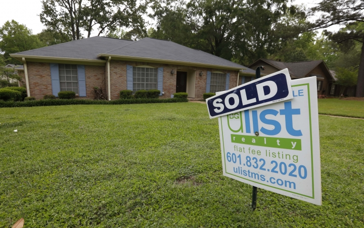 "This Monday, April 23, 2018, photo shows a ""Sold"" sign in front of a home in Jackson, Miss. On Thursday, April 26, Freddie Mac reports on the week's average U.S. mortgage rates. (AP Photo/Rogelio V. Solis)"