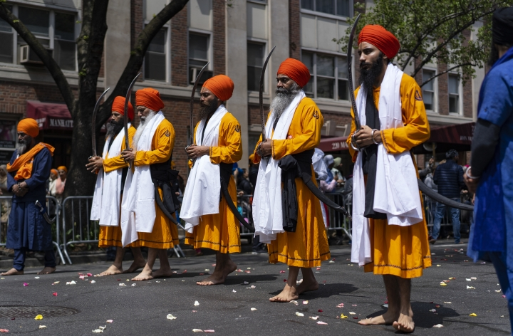 """""""The Five Beloved,"""" a ceremonial honor guard, move along Madison Ave. near the front of the Sikh Day Parade, an annual Nagar Keertan """"meditation celebration"""" Saturday, April 28, 2018, in New York. (AP Photo/Craig Ruttle)"""